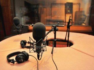 studio radio Un journaliste togolais distingué à Accra