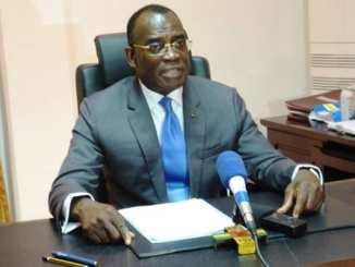IHOU Ministère de l'industrie: un agent du cabinet défie le ministre Ihou