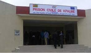 Prison civile de Kpalime un detenu quasi paralytique apres avoir ete vaccine Prison civile de Kpalimé : un détenu quasi paralytique après avoir été vacciné
