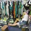 女の子がごろごろ寝てる中国の服の問屋さん