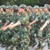 中国は学校でも会社でも軍隊練習をするのが大好きです。