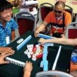 中国人は乗り物に乗ると麻雀をしたくなるみたい!
