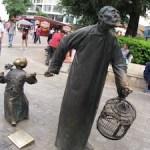 中国の街角にはよくある彫像アートの楽しみ方