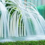 中国の大きな施設にある人工の滝がすごかった