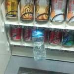 自动售货机 ー 中国の自販機ではジュース1本分の値段で2本ゲットできる場合がある!