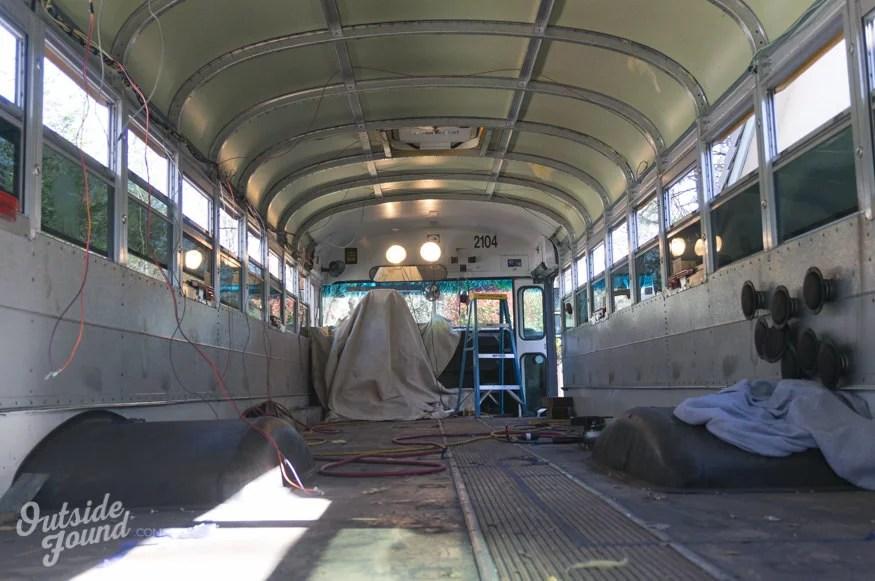Habiter toute lanne et voyager dans un bus amnag