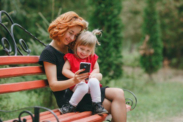 padres educar hijos uso del móvil