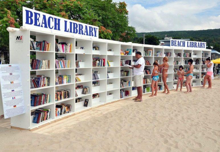 playa con biblioteca en Bulgaria