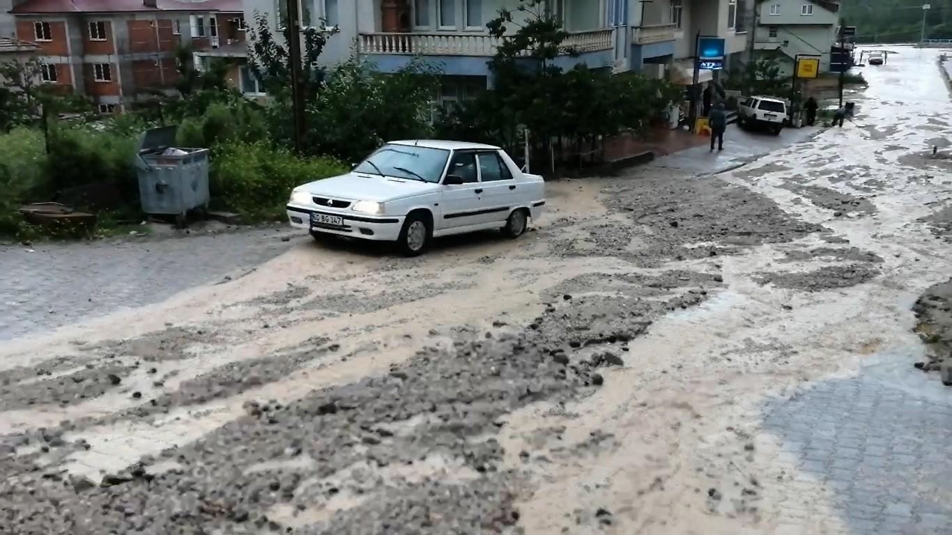Tokat'ta sağanak yağış etkili oldu