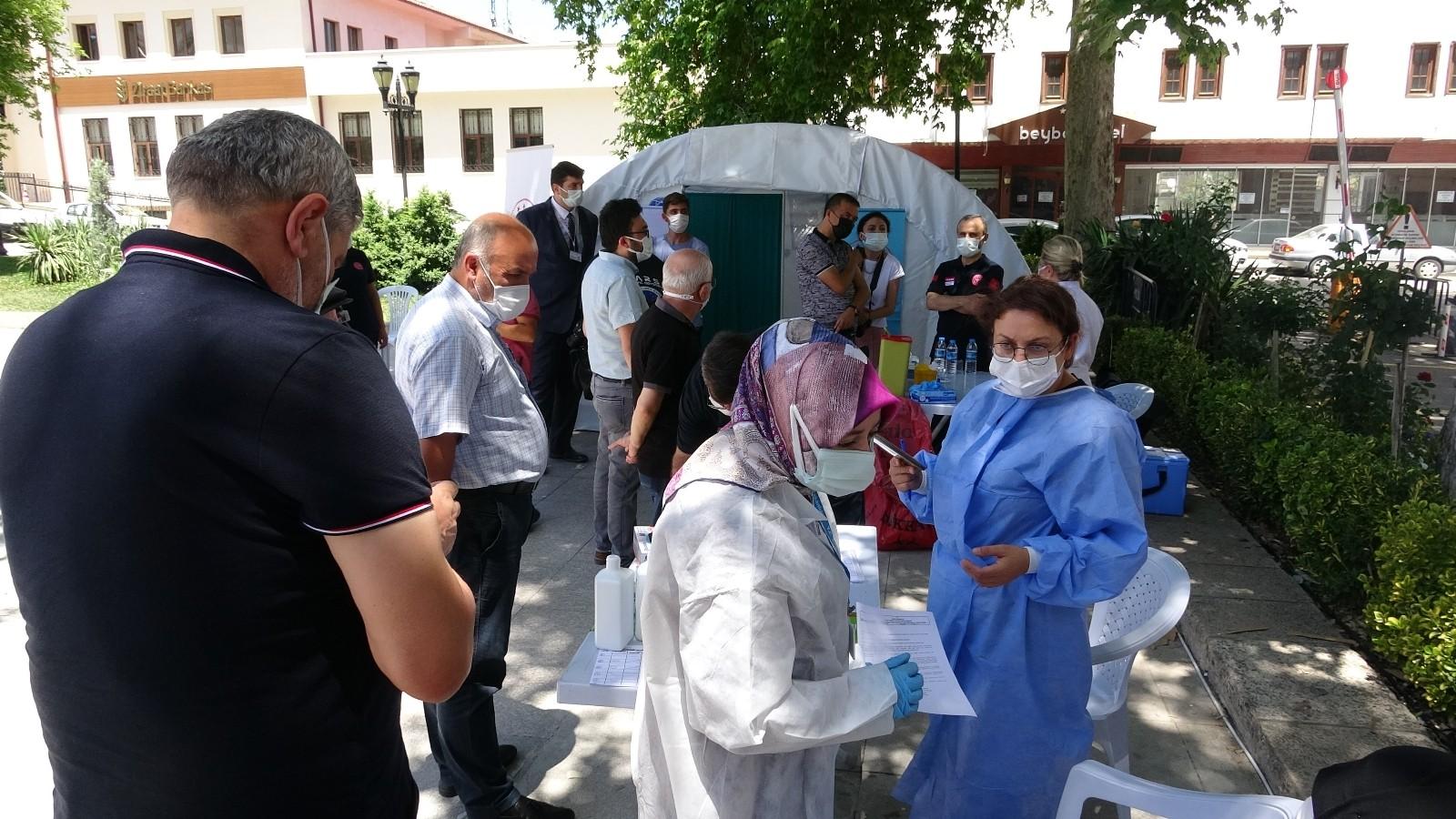 Randevusuz aşı çadırına yoğun ilgi