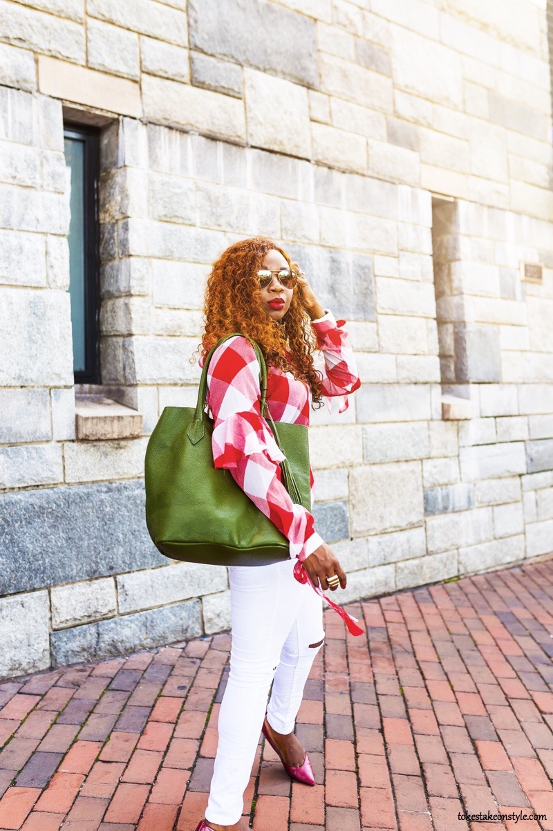 Style blogger with green tote bag and red gingham top