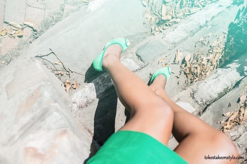 Green peep-toe pumps