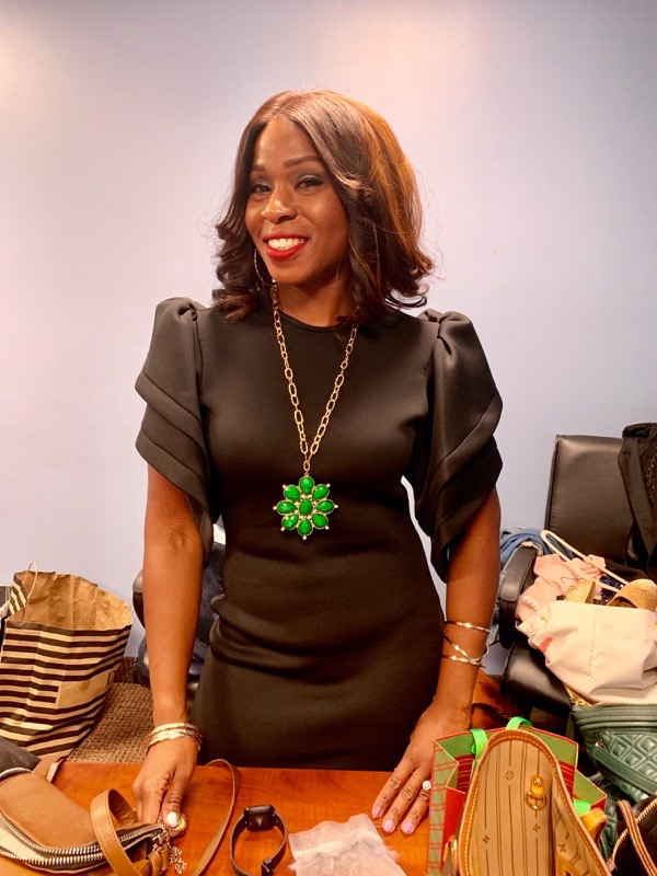 tokestakeonstyle-how-to-maximize-your-wardrobe-pop-of-color-green-necklace