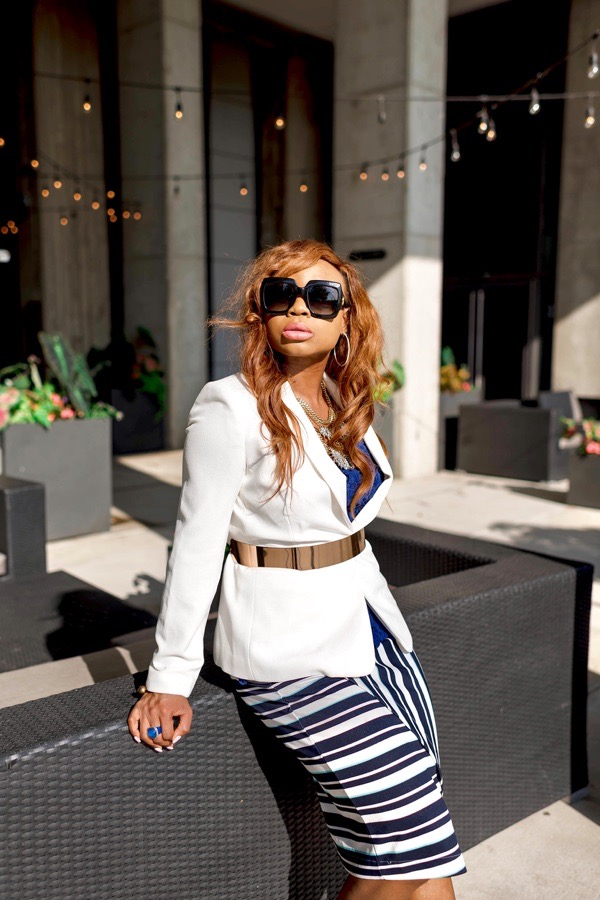 transition-your-summer-wardrobe-to-fall-woman-white-blazer-skirt