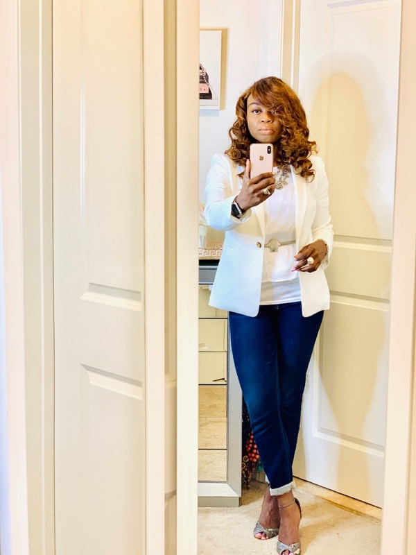 transition-your-summer-wardrobe-to-fall-woman-white-blazer-jeans