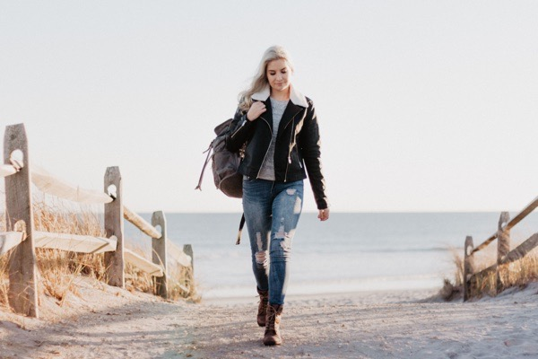 transition-your-summer-wardrobe-to-fall-woman-leather-jacket-distressed-jeans