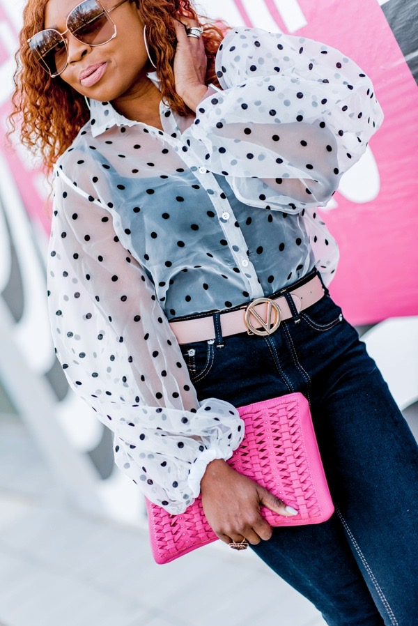 how-to-wear-puff-sleeves-polka-dot-organza-blouse-pink-valentino-logo-belt-tokestakeonstyle