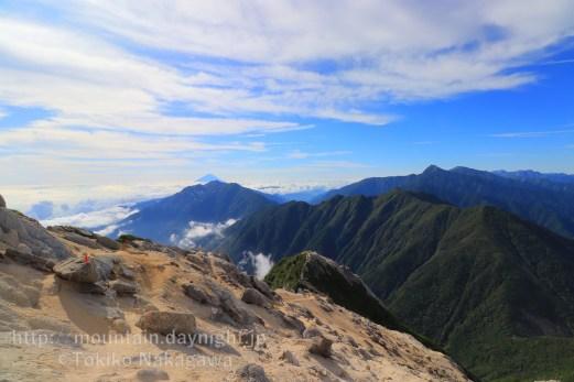 南アルプス・甲斐駒ヶ岳からみた富士山
