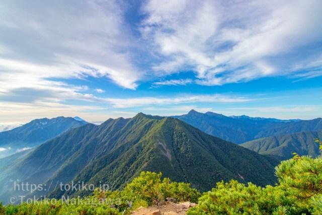 甲斐駒ヶ岳登山道からみた鳳凰三山・北岳・間ノ岳