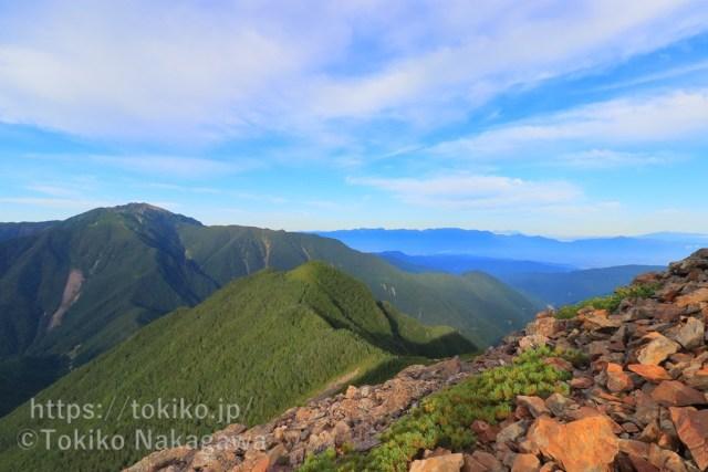 甲斐駒ヶ岳登山道からみた仙丈ヶ岳・中央アルプス