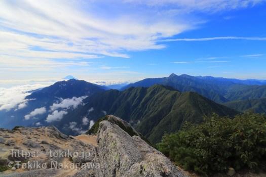 甲斐駒ヶ岳山頂からみた鳳凰三山・富士山・白峰三山