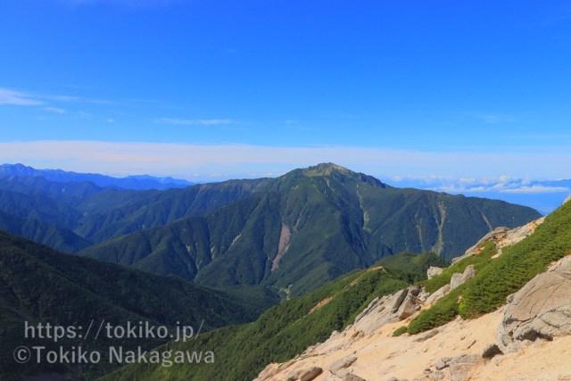 甲斐駒ヶ岳山頂から仙丈ヶ岳