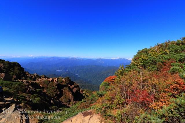 至仏山からみた上信越の山