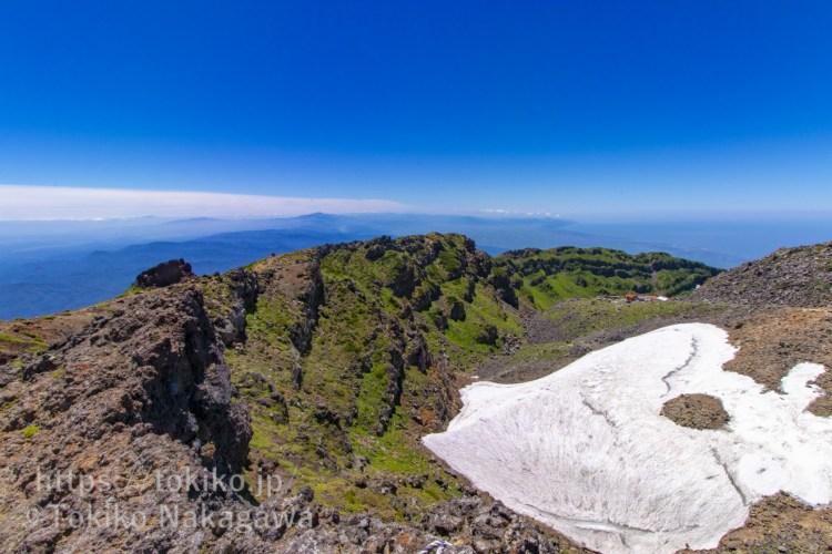 鳥海山外輪山と雪渓