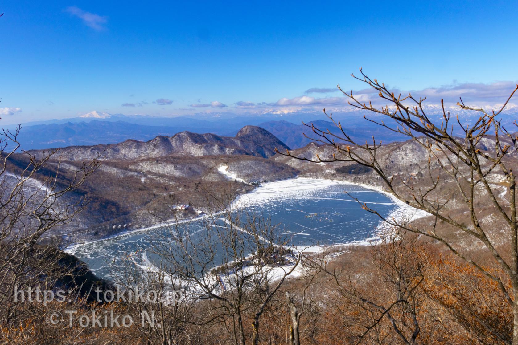 赤城山・駒ヶ岳山頂から見た大沼と浅間山