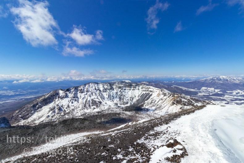 浅間山・前掛山の稜線から見る黒斑山・蛇骨岳・仙人岳