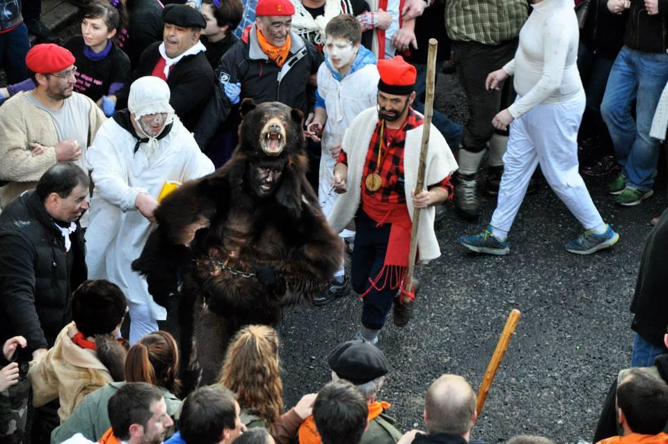 Resultat d'imatges de fiesta del oso prats de mollo