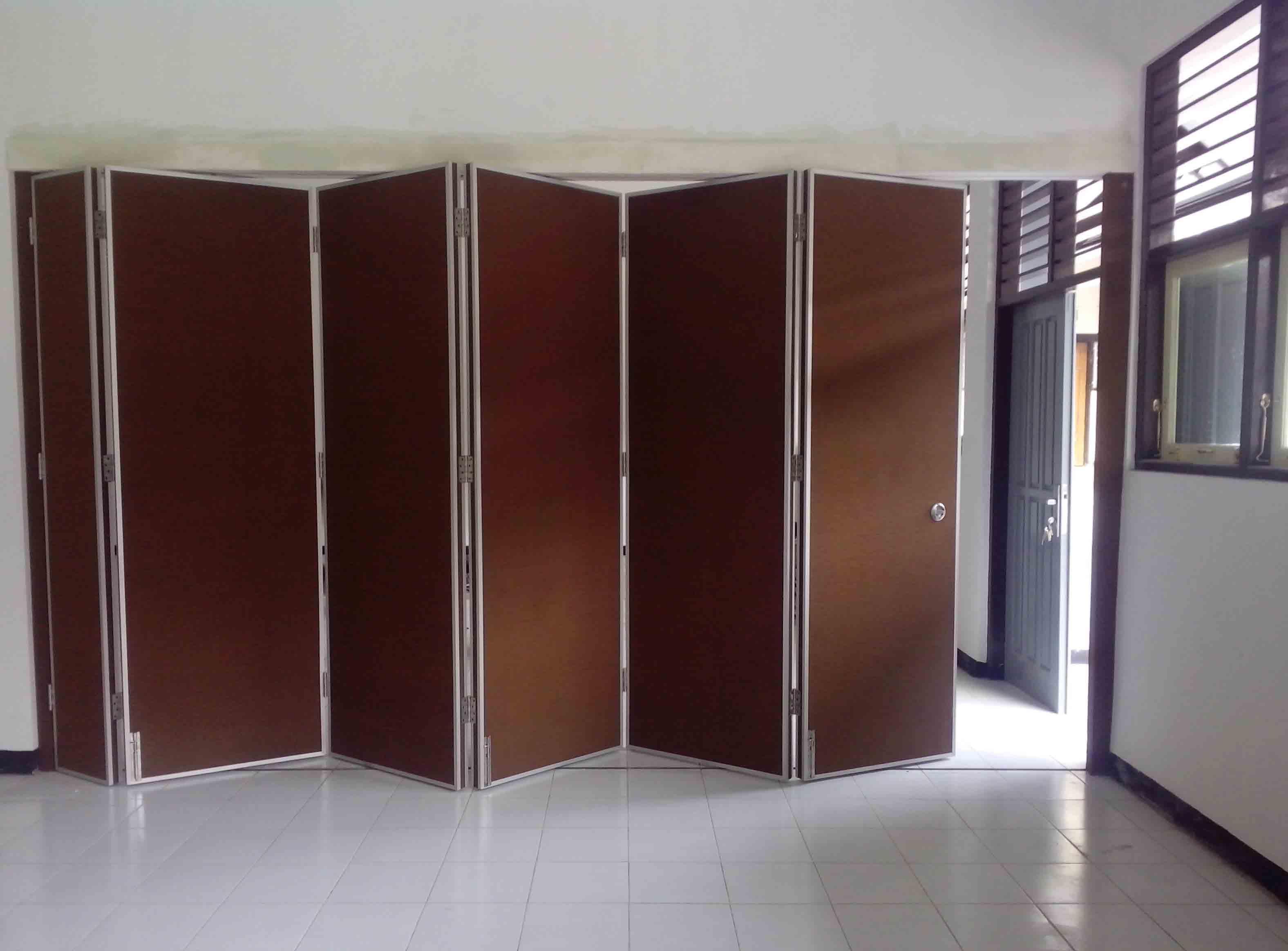 Pintu partisi lipat untuk membagi ruangan meeting dengan