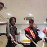 日本人女性がアメリカ人男性のお友達を誘って和太鼓体験