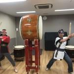 中国人の旦那様と日本人の奥様がペアで和太鼓体験