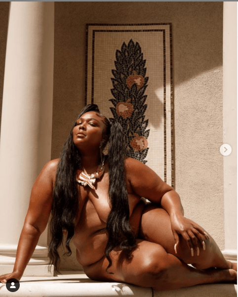 American Female Rapper - Lizzo Leaks  N@k£d Photos of Herself and Her Friends
