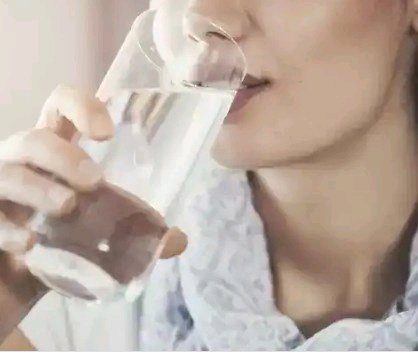 2 Important Reasons Why You Should Drink Plenty of Water After Having S*x