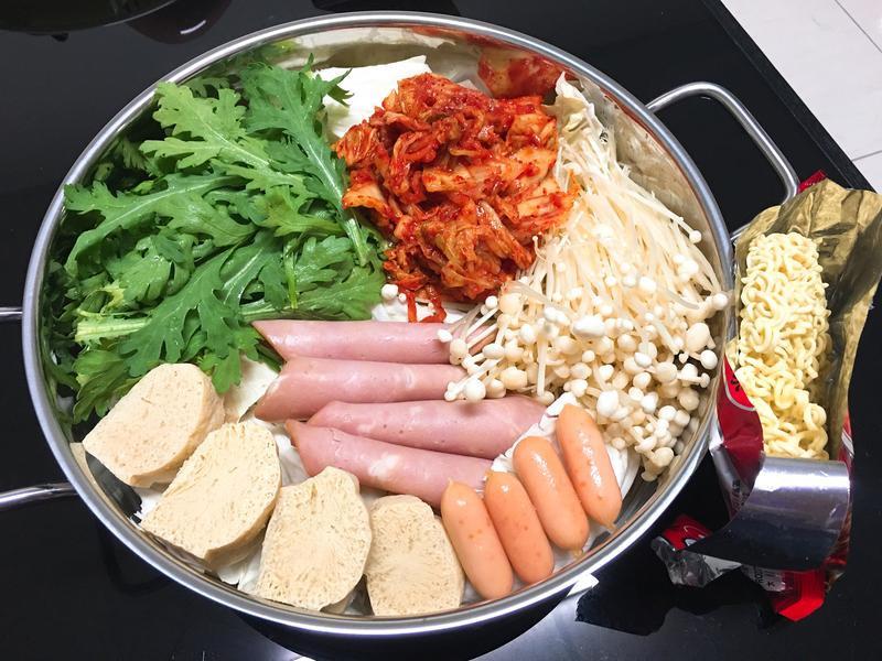 韓式部隊鍋 by 貪吃菇菇 - 愛料理
