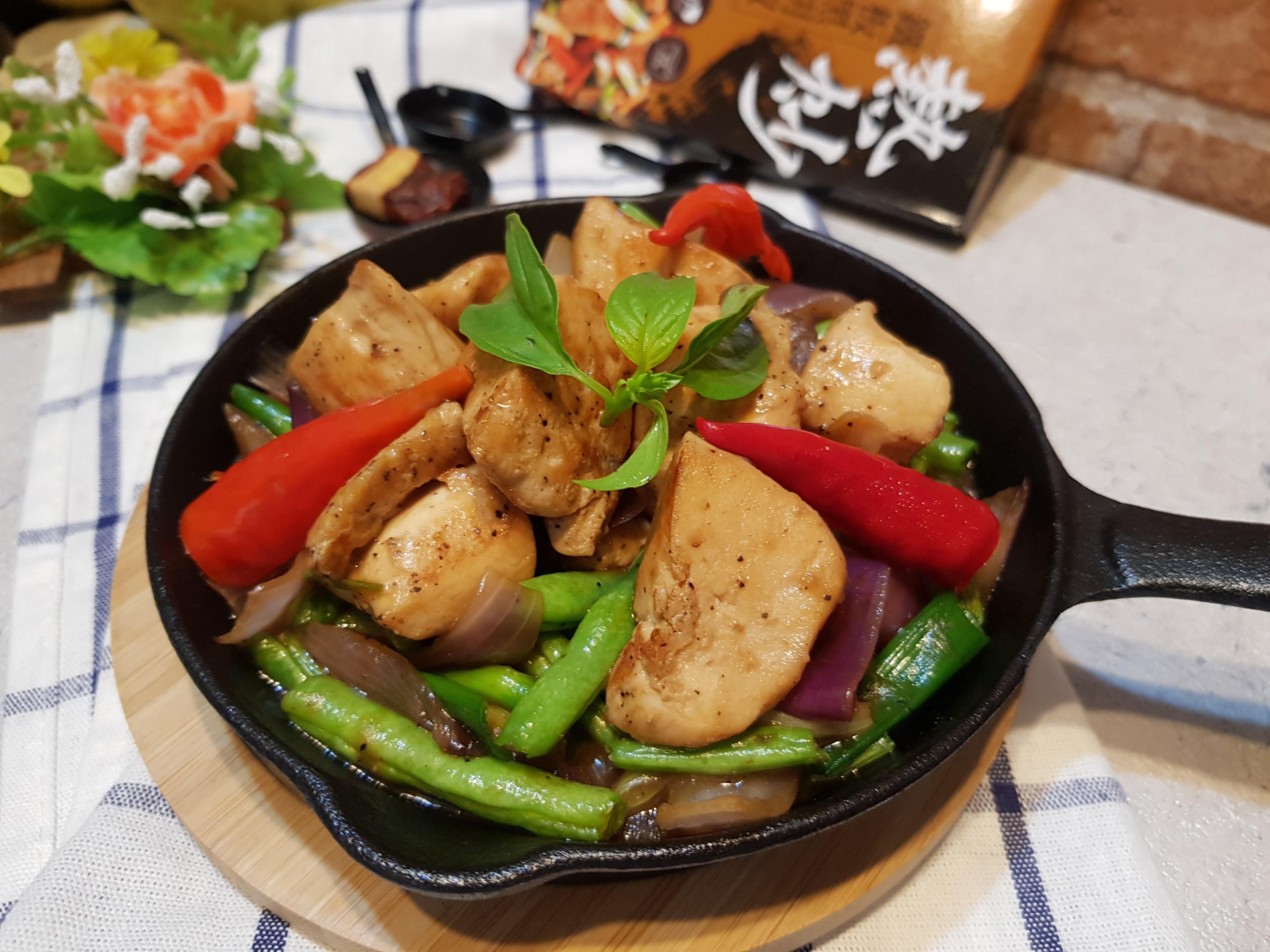 鐵板黑胡椒洋蔥四季豆炒雞肉 by 陳太太的菜菜味 - 愛料理