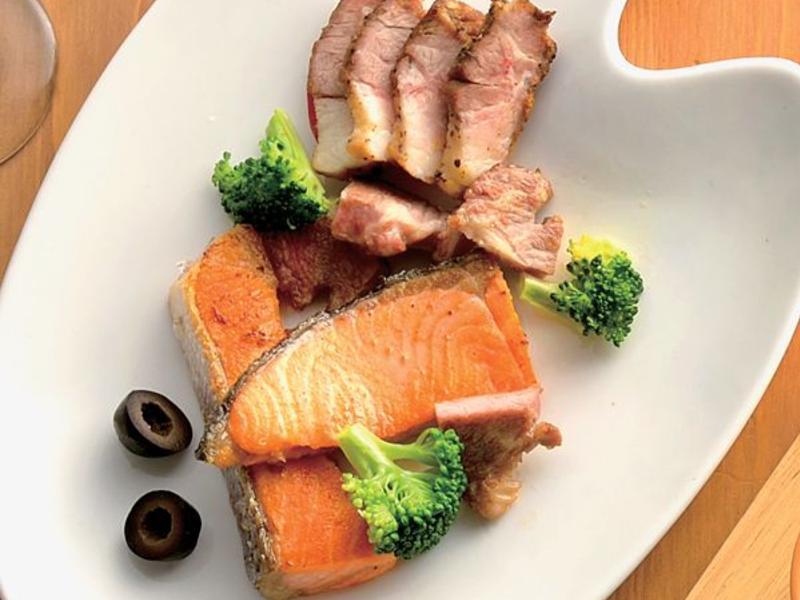 香草鮭魚排佐碳烤香料胛心肉 by 家樂福廚房 - 愛料理