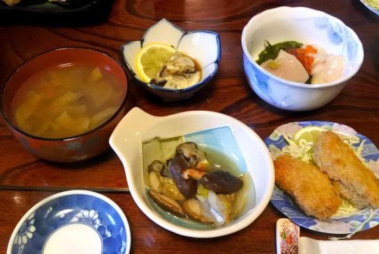 地元の海の幸、牡蠣たっぷりの昼食