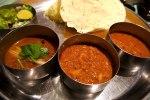 スタイリッシュインド料理店でお得な三種の本格カレーランチ