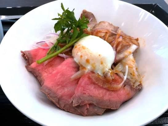 特選国産牛のローストビーフとイベリコ豚ベジョータステーキのダブル肉丼