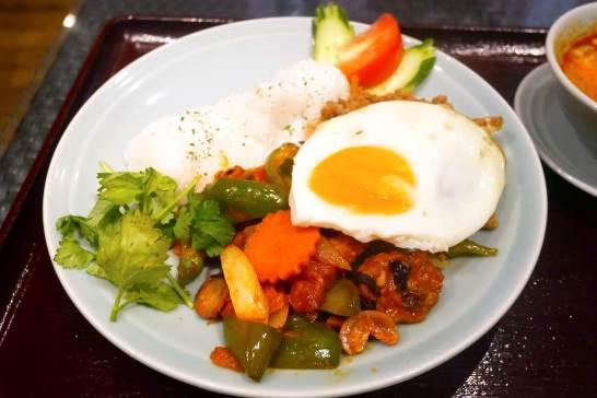 牡蠣のガパオと鶏肉のカシューナッツ炒め