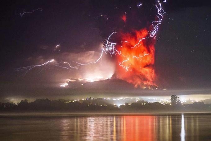 チリのカルブコ火山噴火の写真と映像が凄い!美と恐怖が自然の矛盾[カルブコ火山噴火2015]