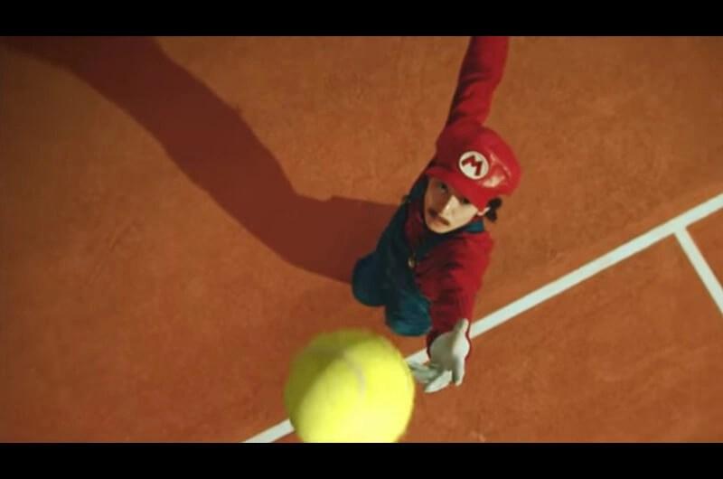 生田斗真、マリオ姿でテニス