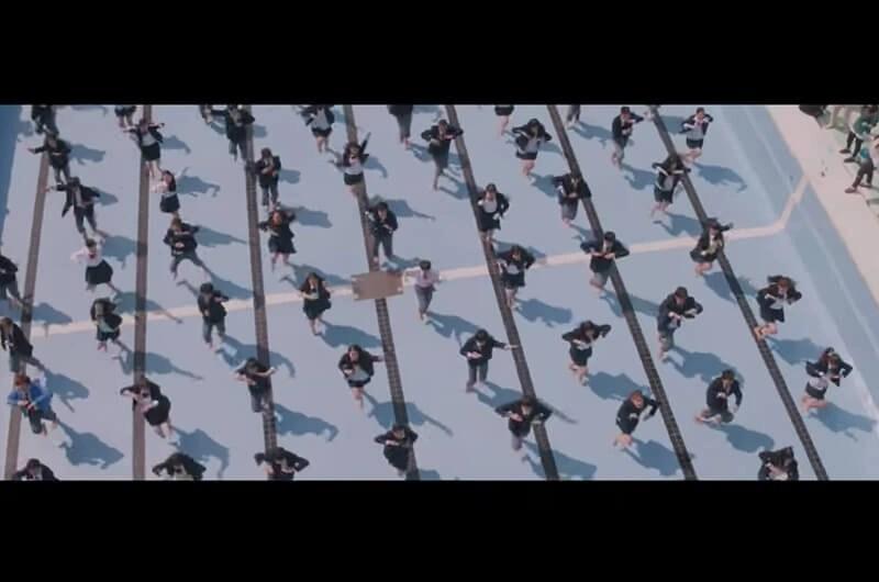 ポカリスエットCM踊る始業式300人の壮大なダンスシーン!八木莉可子と生徒達が踊る