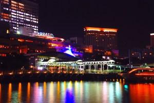 お台場海浜公園桟橋周辺は夜景鑑賞のスポットでもある