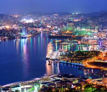Nagasaki in de nacht