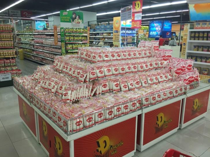 ベトナムのスーパー 味の素のワゴンセール