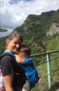 Babywearing instructor Anika